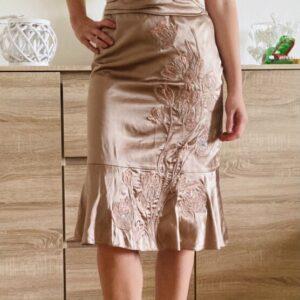 Saténové krémové šaty