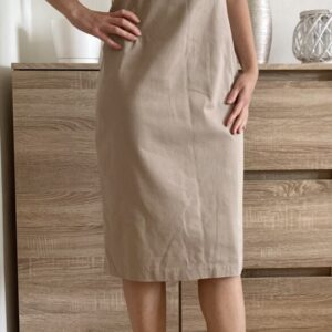Béžové pouzdrové šaty