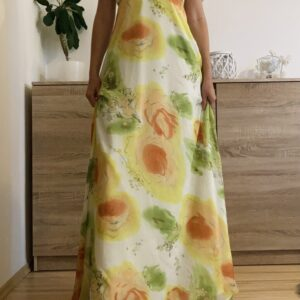 Dlouhé světlé šaty s květy