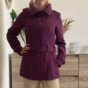 Vlněný fialový kabát