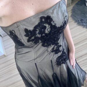 Šaty s černým tylem 43.