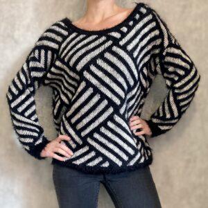 Černobílý svetr Amisu