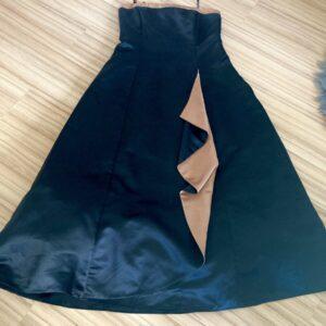 Černozlaté šaty 35.