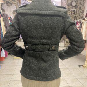 Krátký šedý kabátek