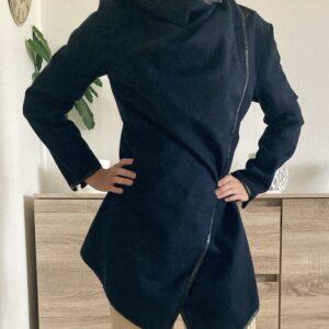 Krátký modrý kabátek