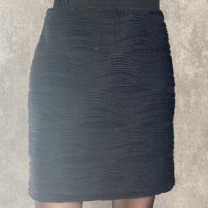 Krátká černá sukně