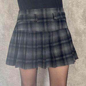 Krátká skládaná sukně