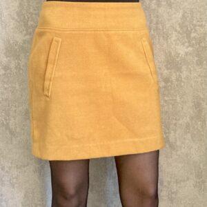 Žlutá zimní sukně